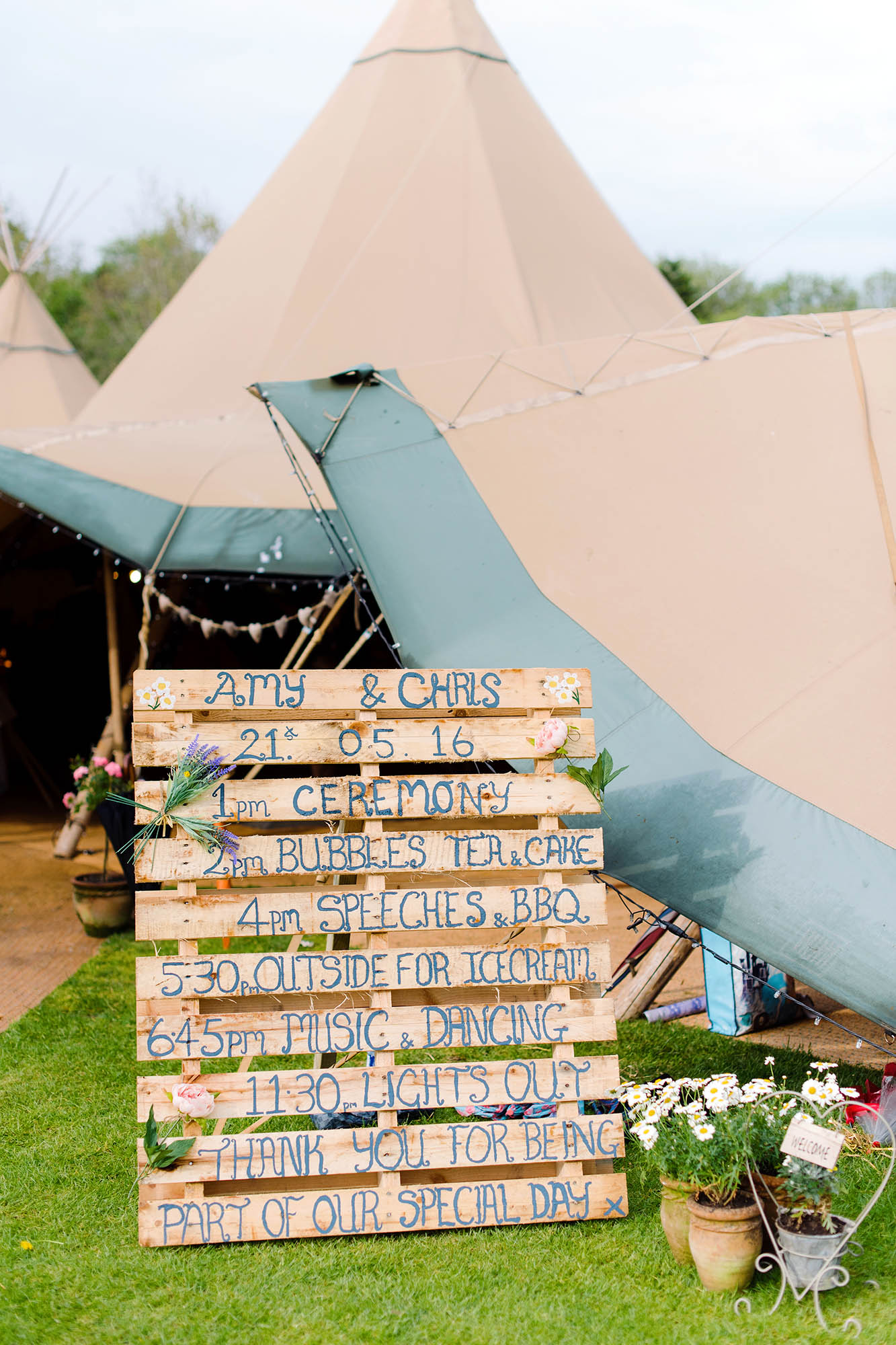 A Rustic Tipi Wedding at Duncton Mill Fishery, Sarah Williams Photography