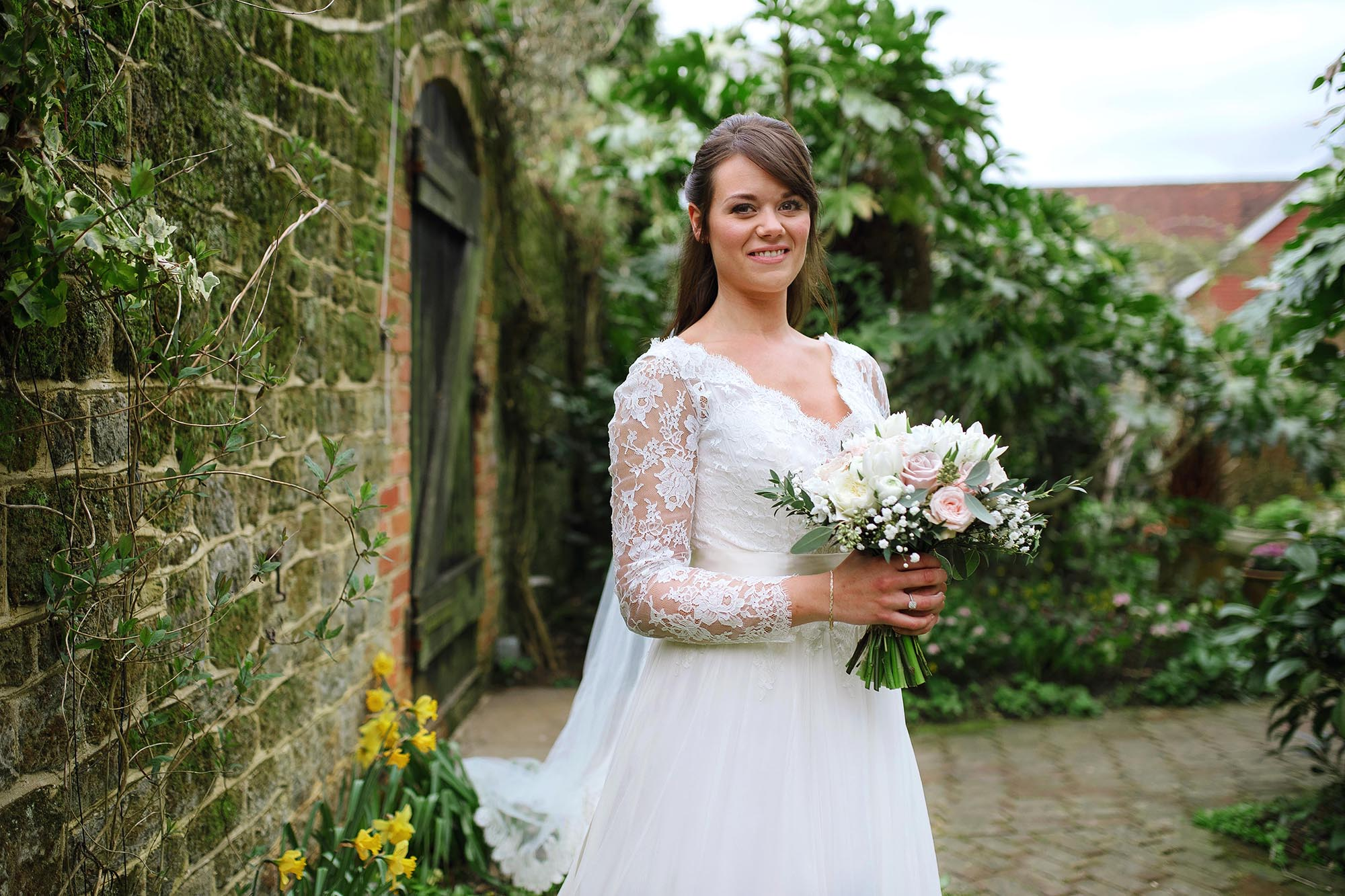 Lucy and Elliot's Bartholomew Barn wedding - Early highlights collection